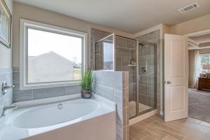 Hammond - Chafin Communities - Owner's Bath