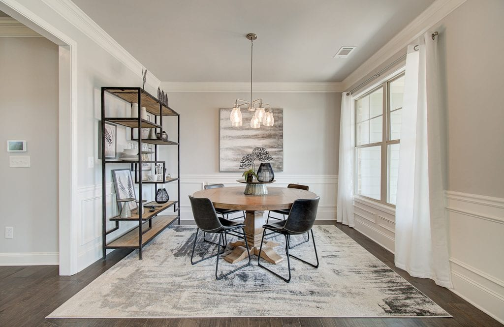 Wainscoting-walls-in-dining-room_geo